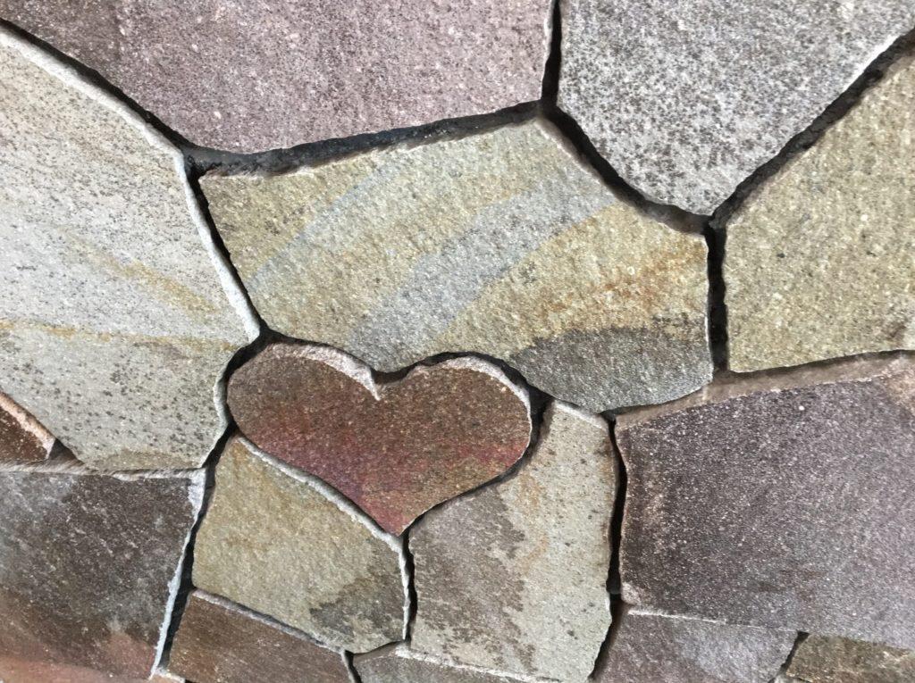 伊勢神宮朔日参りハート形の石