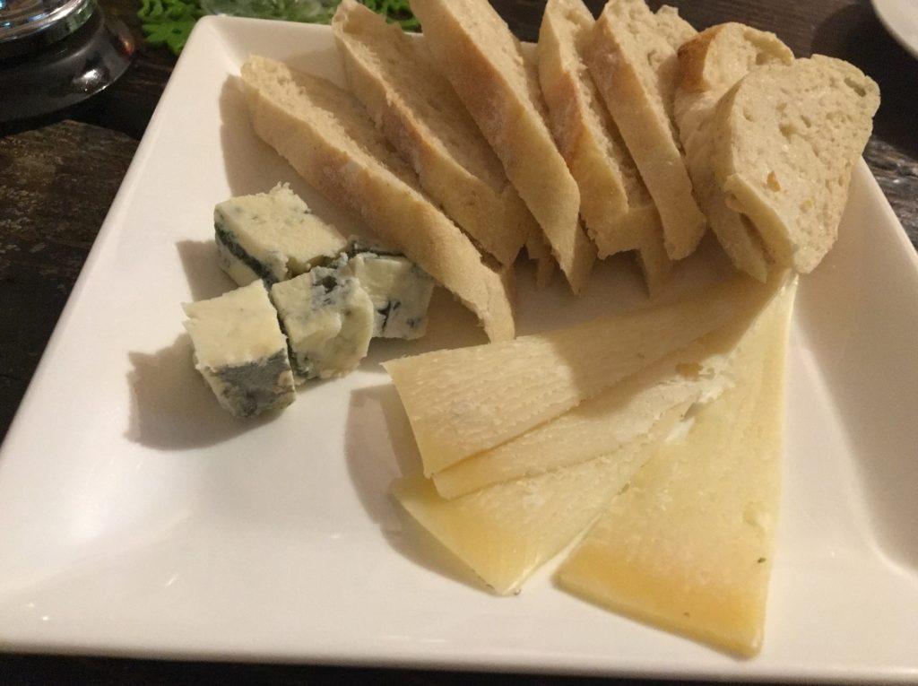 サアズデイオフバゲットとチーズ